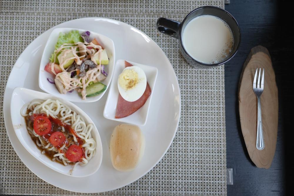 Breakfast at Sunny Room, Jiufen.